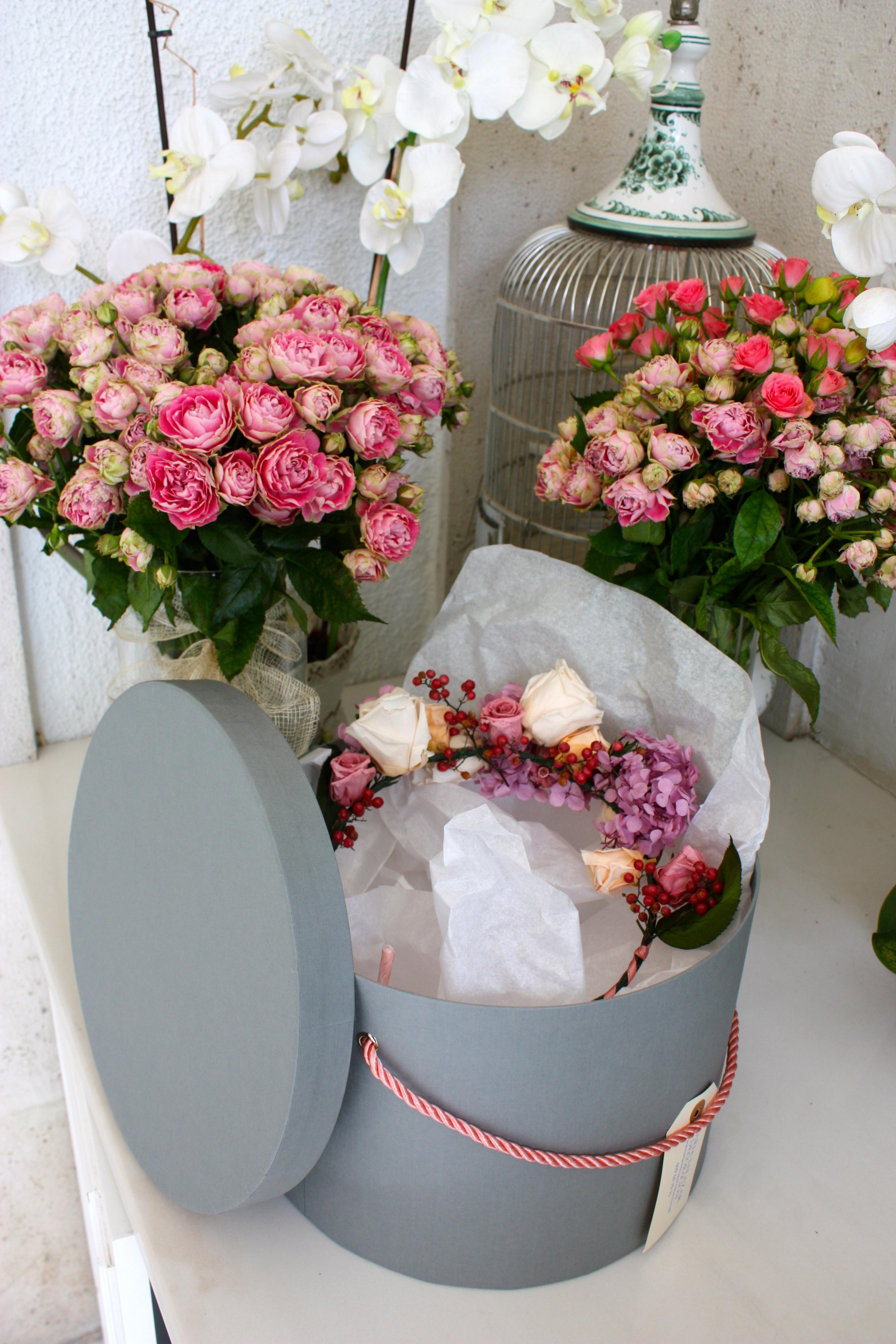 Corona cru disfrutando con los preparativos for Rosas de decoracion