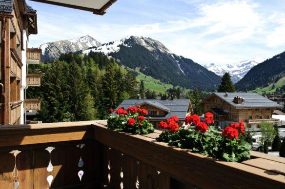 The-Alpina-Gstaad-Balkon